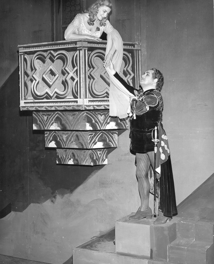 The balcony scene in Romeo and Juliet by Charles Gounod